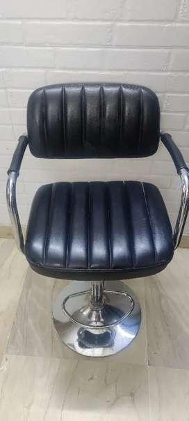 4 unused Durian Bar Chair 3k each , 3 year warranty