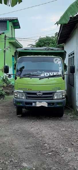 Dump truck Hino Dutro bagus