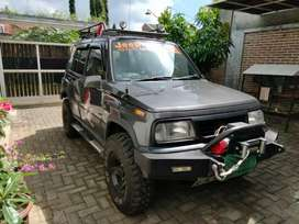 Suzuki Vitara 4X4 tahun 93