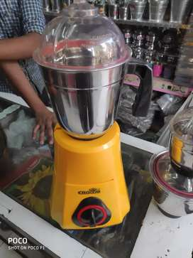Crown mixer grinder new  550 watts isi mark with 3 jars