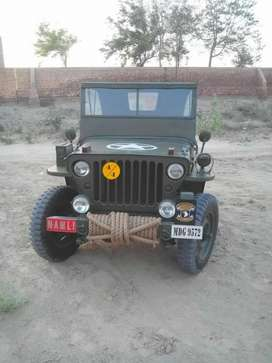 Green miltory black mate paint jeep