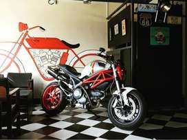 Ducati Monster 796 Akrapovic pipes Rizoma indicators/fittings