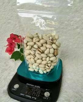Kacang pistachio 250 gr di Medan