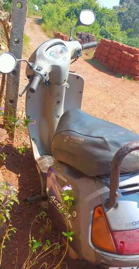 Activa standard. Price negotiable. Good condition