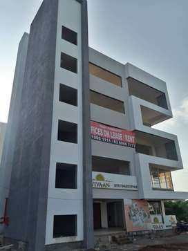Ready to move- Office space on Lease at Baner , Highway 80k rent,1250c