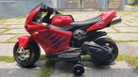 ELECTRONIC BIKE FOR KIDS/ELECTRIC RED SCOOTER/RECHARGEABLE/ON ROAD