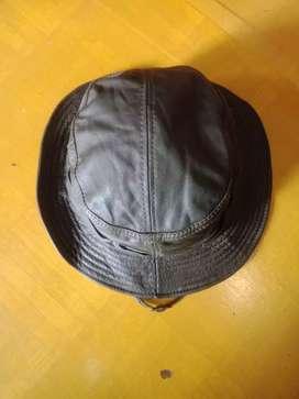 Topi kulit rimba/gunung