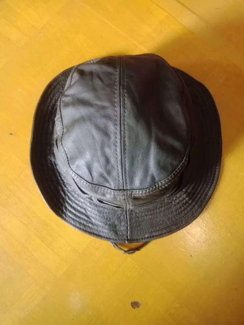 Topi kulit rimba/gunung 0