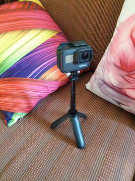 GoPro Hero 7 Black - 32 GB SD Card - Shorty (Mini Tripod) Rs. 60,000