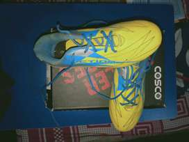 soccer shoes  of COSCO.  3. (boots)