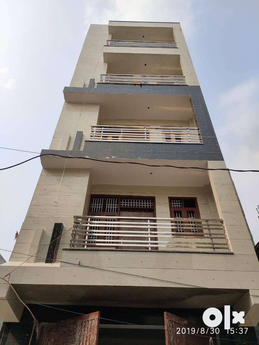 2 BHK FLAT FRONT SIDE L-TYPE FLAT AT VERY PRIME LOCATION... 0