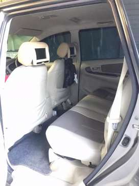 Dijual mobil Innova tahun 2012