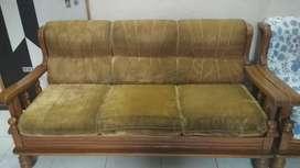 Sagwan ka sofa