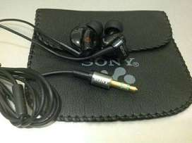 Headset Sony MDR-EX700 by sam central Powerbank