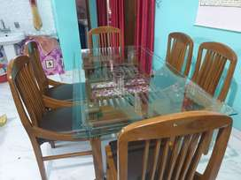 Dining table - 6 people capacity in excellent condition
