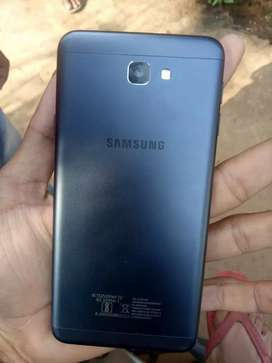 Thoda sa crack hua hai 3gb ram 32gb internal fingerprint awilable