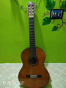 YAMAHA C70 ACOUSTIC CLASSICAL FOLK GUITAR
