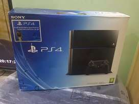 PLAYSTATION 4 WITH 2 GAMES - EXCELLENT CONDITION