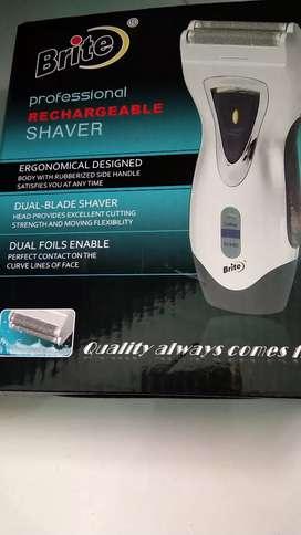 Reachable shaver dual blade