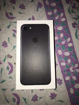 Iphone 7 32 GB purchased on 11/05/2020 only 18 days used