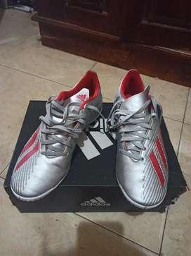 Sepatu futsal adidas F35340