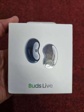 Samsung Galaxy Buds live 2021 and Smart tag
