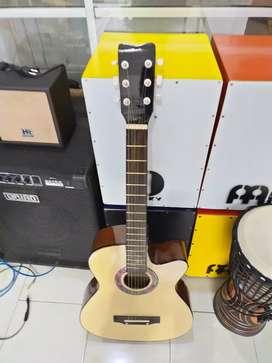 Gitar akustik anyar