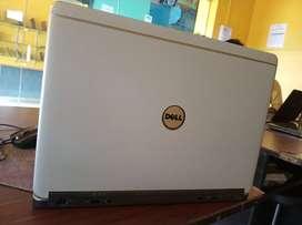 White colour me laptop bhut sundr pis