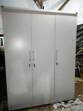 Lemari baju 3 pintu putih minimalis. Tersedia 2pintu dan sliding