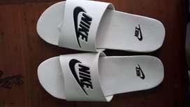 Jual sandal slip on putih