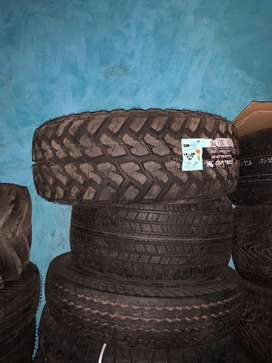 """Jeep spare part maxiss tyres for jeep can be fixed in 15"""" or 16"""" alloy"""