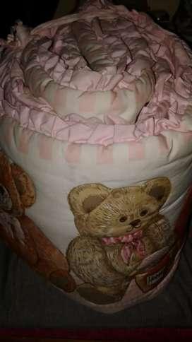Bantal pelindung tempat tidur bayi