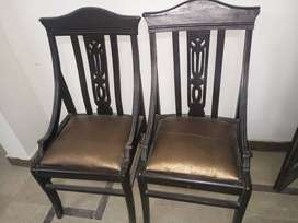 Office dealing table & chairs