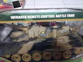 Mainan rc tank baja gede. Bisa kirim2 yah