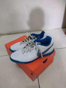 Sepatu futsal Nike Tiempo X Legend 7 Club IC OR