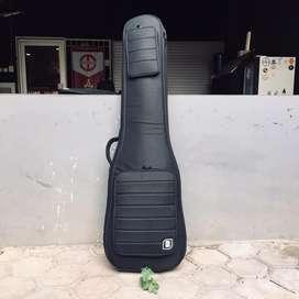 Gigbag DBM untuk bass elektrik warna hitam