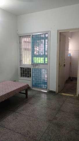 1 ROOM in Apartment for rent in mayur vihar 1