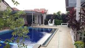 Rumah Tanah Luas 733m2 dan Kolam Renang di Jatibening Bekasi