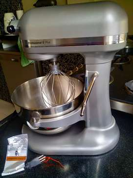 Brand New never used before Kitchen aid professional 5 plus mixer