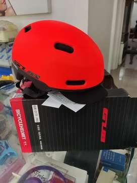 Helm speda baru belum kepake