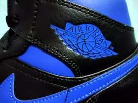 Air Jordan 1 Mid (Royal Blue)