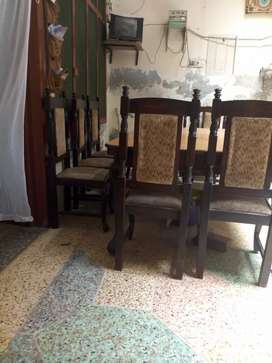Dining table with 10 chair good condition