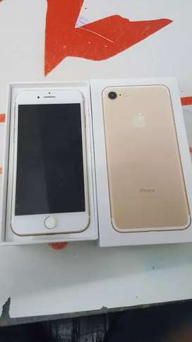 Iphone 7 32gb with bill box and all accessories 6month seller warranty