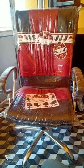 New chair hai bilkul pani bhi nahi utra hai