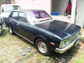 Mobil antik Toyota Corona 1977 antik mulus