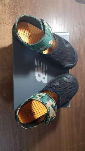 Sepatu sandal anak New Balance
