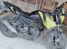 Apache rtr 2014 excellent condition. New chain spracket .