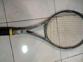Raket tenis merek  wilson