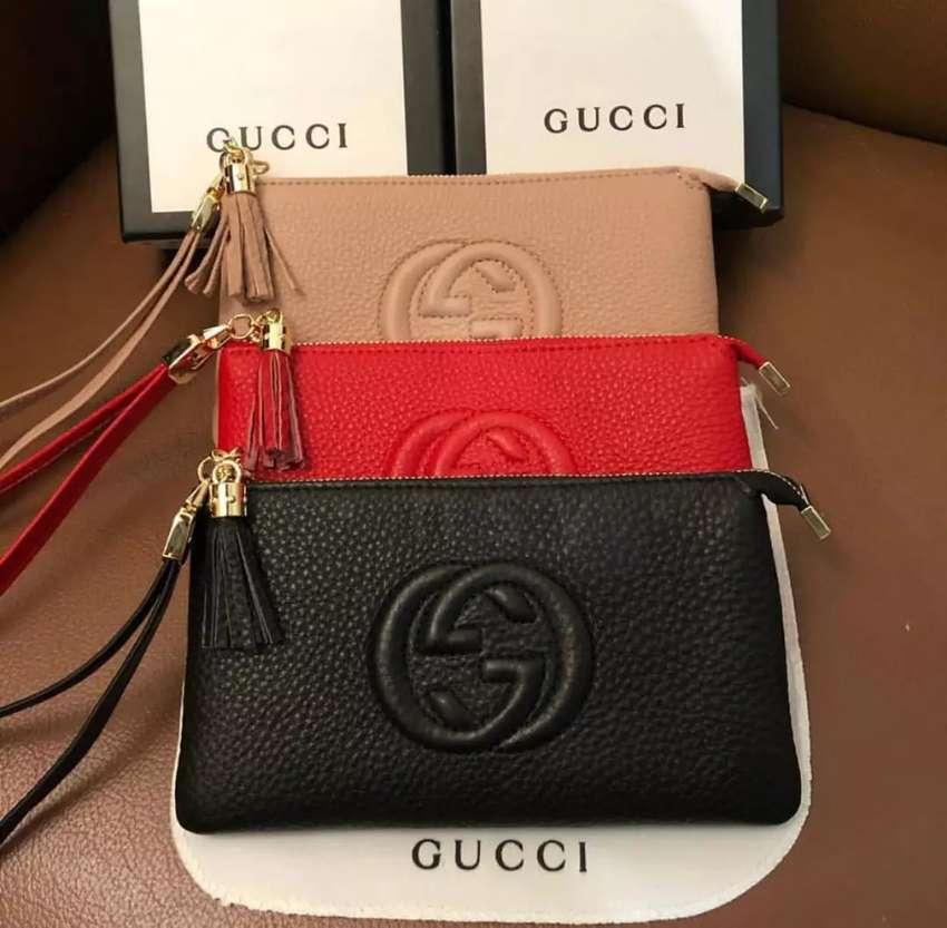 Clutch Gucci wanita 0