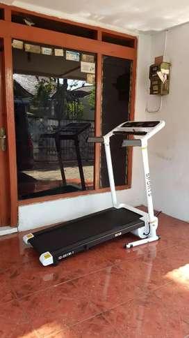 Treadmill listrik 001M